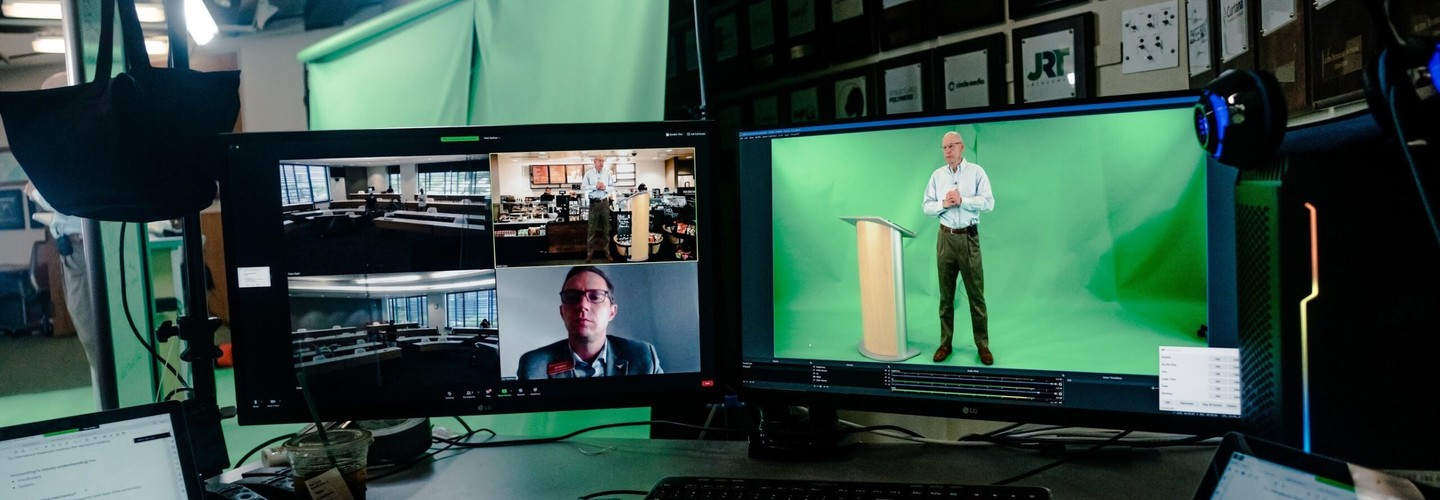 Using a 3D Hologram to Connect with Students During Online Learning