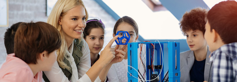 students using 3D printer