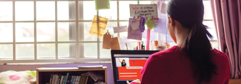 girl doing online learning